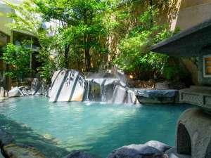 【露天風呂付大浴場・菊湯殿】昼の露天風呂風景呂