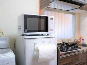 エンズ マリーナ イン 座間味 コンドミニアム:全室ミニキッチン付き。調理道具や食器類も揃っています。冷蔵庫・電子レンジも無料。