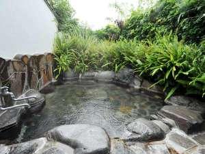 かわづの里:<掛け流しの貸切露天風呂>全2室で貸切露天風呂も2つ。部屋には内風呂も