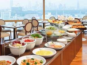 渋谷エクセルホテル東急:地上100m、最上階25階にある開放的な空間での朝食をお楽しみください。(ア ビエント)
