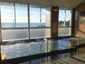 熊野の宿 海ひかり:*【熊野灘を望む大浴場】当館敷地内から湧き出した自家源泉・熊野温泉