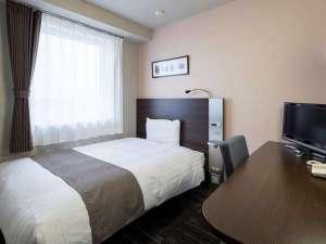 コンフォートホテル燕三条:ダブルエコノミーのベッド幅は140センチです♪