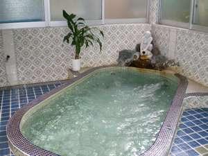 年間民宿ニュー日の丸:内風呂です。