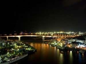 沖縄かりゆしアーバンリゾート・ナハ:【客室からの風景】ベイサイドからの素敵な夜景を楽しむ大人の時間をご堪能下さい。