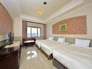 【プレミアムグループルーム51㎡】ベッドルーム2カ所、正ベッド5台。三世代旅行にもオススメ