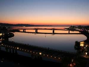 大橋川に面した10畳和室から宍道湖を望む