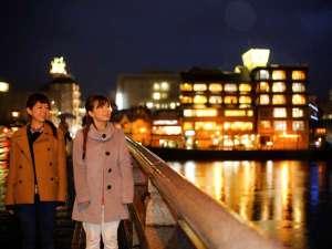 外観と松江大橋 夜景