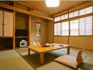 フォレストリゾート ゆがわら万葉荘:ゆったりとした新館8畳の和室