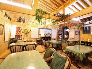 小さなホテル 燈:*【食事処】こちらの食事処でゆっくりとお食事をお楽しみください。