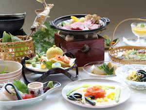水明館 佳留萱山荘(かるかやさんそう):季節感溢れる地元食材をたっぷり使ったお料理(一例)