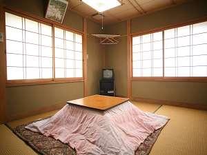 民宿かどの:冬には全部屋、こたつでまったりおくつろぎください
