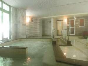 ●大浴場「南天の湯」●あつ湯・ぬる湯・泡風呂・サウナ・打たせ湯・歩行浴などが楽しめます
