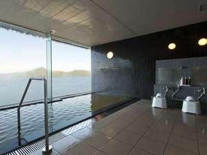 天空露天風呂から洞爺湖を眺める