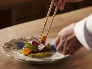 葛城 北の丸:季節感溢れる旬の食材を厳選し、素材本来の持ち味を存分に生かした料理方法で創りあげた会席膳