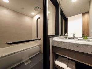 ワイドシングルバスルーム。バス・トイレが独立
