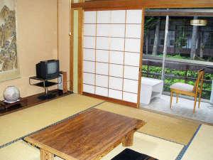 霊泉寺温泉 中屋旅館:*客室一例/霊泉寺川に面した純和風のお部屋。窓側の広縁もあり、ゆったりとお過ごし頂けます。