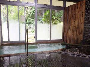 霊泉寺温泉 中屋旅館:*大浴場/川沿いにある男女別の大浴場。ハイドロマッサーというジェット水流が温浴効果を高めてくれます!
