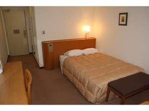 ホテルアトラス:ダブルルーム(21平米)140㎝幅ベッド。