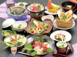 三朝温泉 渓泉閣:旬の食材を使用した当館自慢の会席料理をご用意致します(写真はイメージです)