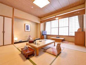 三朝温泉 渓泉閣:*和室8畳(客室一例)/畳の香りがほのかに薫るお部屋でのんびりとお寛ぎ下さい。