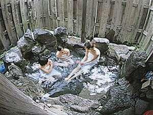 貸別荘 天ヶ瀬ログハウスB:自慢の露天風呂です。一度に4~5名様入れます。