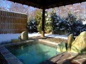 温泉浪漫の宿 湯の閣池田屋:冬の貸切露天風呂「亀の湯」