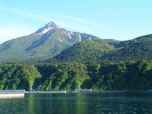 旅館 雪国:利尻山と旅館雪国
