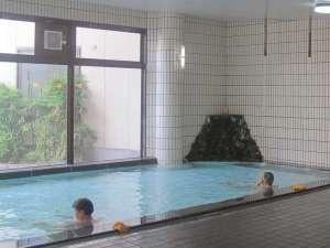 スパ・アルプス:男性大浴場です。露天風呂はありませんが清潔で解放感溢れる自慢のお風呂です。