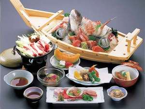カプセルホテル&スパ・アルプス:海鮮処『アルプス食堂』では、旬の食材を使用したおいしい食事をお楽しみいただけます