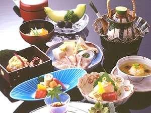 金波樓:錦秋の会席料理