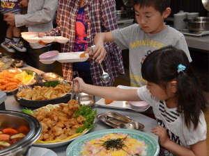 壮観絶景 三河湾 グリーンホテル三ヶ根:夏休みの夕食はバイキングプラン!みなさまで楽しいバイキングをご堪能あれ~っ(*^-゜)vィェィ♪