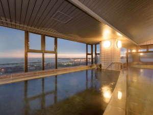 オーシャンビュー大洗:太平洋を一望する夕暮れの大浴場