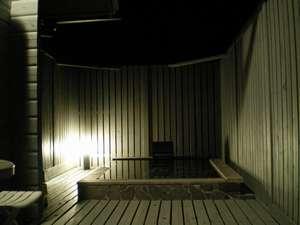 貸別荘 柊:「花梨」専用露天風呂満点の星空を眺めながら掛け流しの温泉をお楽しみいただけます。