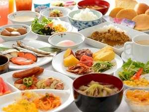 リッチモンドホテル山形駅前:朝食は、山形の郷土料理を中心にした和洋のバイキング!