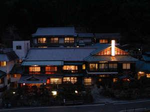 旅館あづまや:本館棟の夕景
