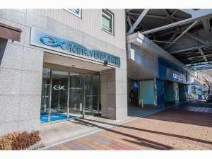 京急EXイン 大森海岸駅前:ホテル入口と駅(基本画面用)
