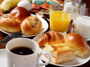 HOTEL day by day浜松:無料朝食/海洋酵母パン、挽きたてコーヒー、ゆで卵、バナナetc.