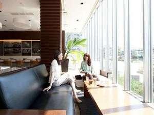 HOTEL day by day浜松:dcafeソファーコーナー