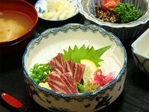 旅館 新清館:(馬刺し)人気の一品!とろけるお肉をご賞味下さい