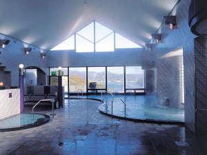 グリーンピアせとうち:瀬戸内海の眺望がひらけた展望大浴場。露天風呂、サウナもあります。