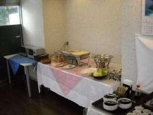 ホテルクニミ小田原:朝食バイキングは6時半から8時半まで