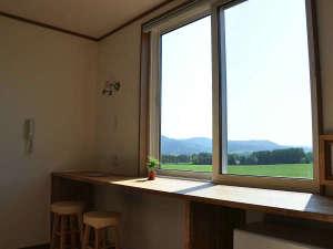 窓は全室コーン畑向き