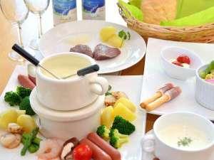チーズフォンデュとエゾシカ肉のメニュー