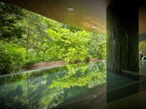 秋保グランドホテル:渓谷美で有名な磊々峡リニューアルした露天風呂はその迫力の景観が目の前に迫るインフィニティスタイル