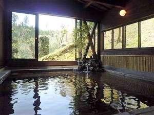 湯の森くす:一般入浴【山桐の湯】大きい窓で解放感があります
