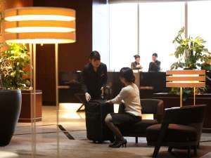 ホテルメトロポリタン丸の内:【ロビー】フロントデスク