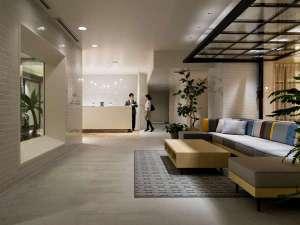 ホテル エディット 横濱:フロントスタッフは24時間常駐。おすすめのレストランや交通案内などお気軽におたずねください。