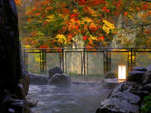 清流を望む美肌の湯に癒され、美食に心躍る宿 彩つむぎ:■もみじの湯・やしおの湯■~紅葉に彩られた風景にときを忘れ、憩いのひととき♪~