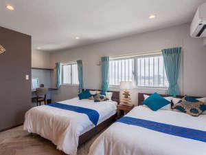 かりゆしコンドミニアムリゾート北谷 ARAHA BLUE RESORT:【最上階11Fオーシャンビュースイート】88㎡。ダブルベッドが2台、大切な時を過ごしたいお二人へ