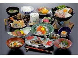 さかい温泉さゆり荘:*(夕食)お料理一例。旬の食材をふんだんに使用したお料理